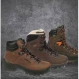 Ловни облекла и туристически обувки